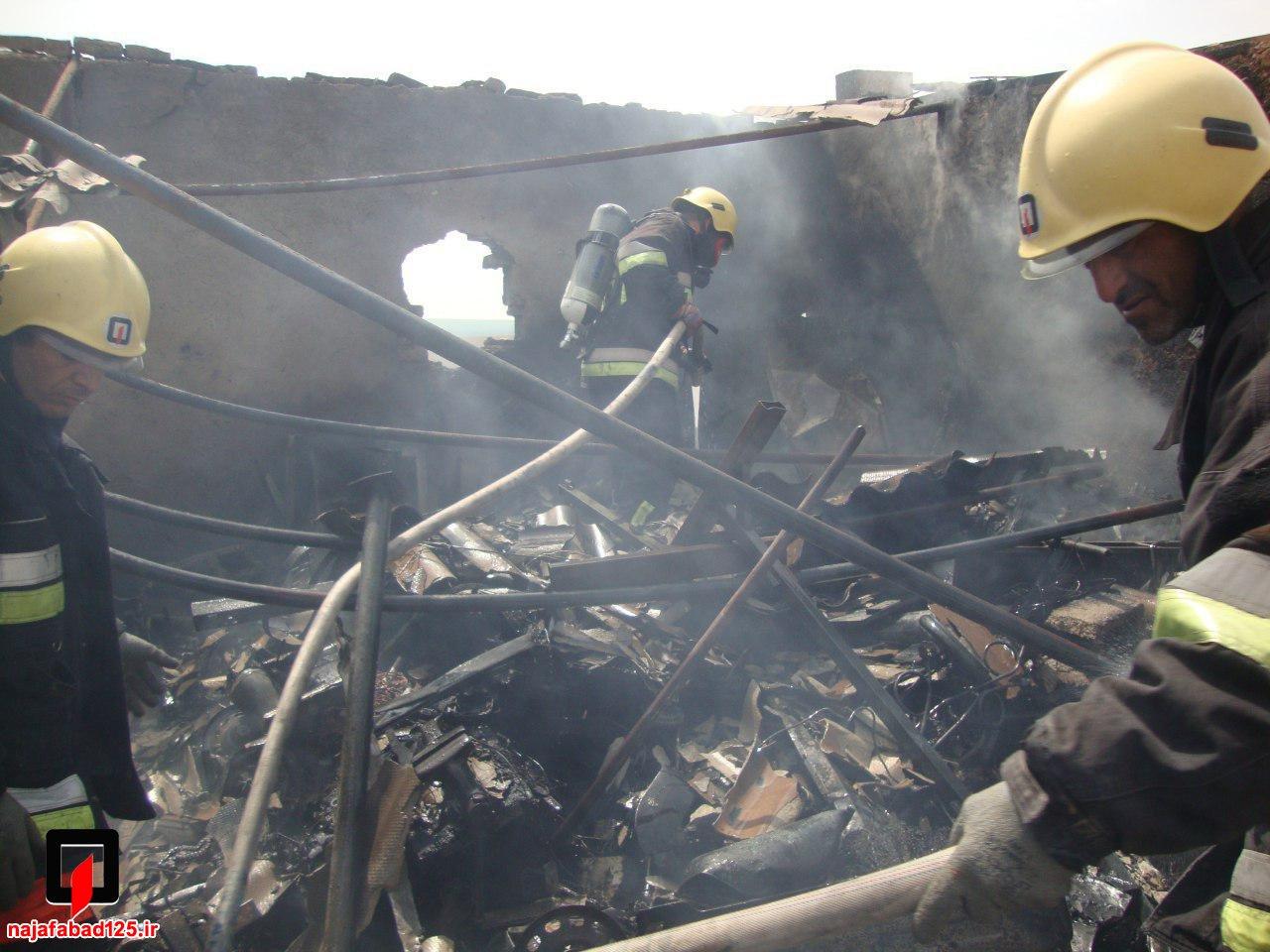 آتش سوزی انبار ضایعات