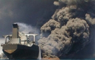 تلاش برای نجات سرنشینان ایرانی نفتکش حادثه دیده ادامه دارد