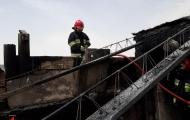 آتش نشانان با مهار حریق ایجاد شده در منزل مسکونی از سرایت آن به یک ساختمان 3 طبقه  جلو گیری کردند